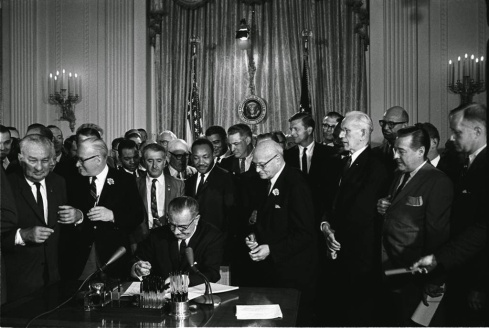 71cf4-lyndon_johnson_signing_civil_rights_act2c_july_22c_1964